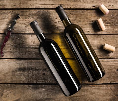to flasker vin med tilbehør