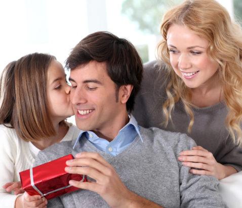 Mor, far, datter og gaver
