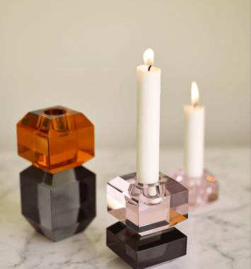 lysestage roeget glas i amber