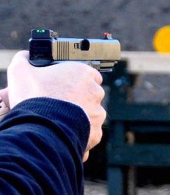 prøveskydning med pistol